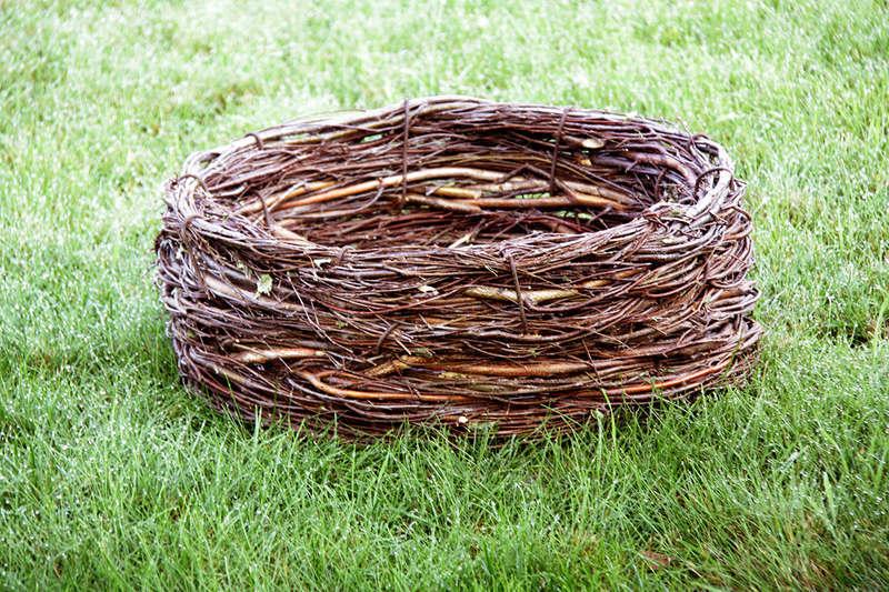 Декоративное гнездо аиста своими руками